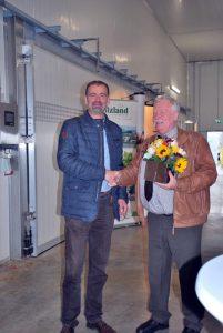 Der BDC-Vorsitzende Michael Schattenberg, rechts, bedankt sich bei Dr. Torben Kruse für die großherzige Gastfreundschaft in Eßleben.