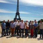 Gruppenfoto mit dem Eifelturm, in Paris natürlich ein Muss