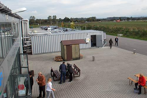 Der große Container vor dem Betrieb in Bürstadt ist heute das Pendant zum Kesselhaus.