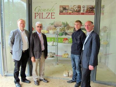 """""""Ein toller Beitrag"""" war sich die Verbandsspitze beim Besuch in Koblenz einig – von links nach rechts: BDC-Geschäftsführer Jochen Winkhoff, BDC-Vorsitzender Franz Schmaus, Tim Marseille und Vater Peter Marseille."""
