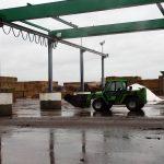 Stroh ist für die Produktion noch zu bekommen, doch der steigende Bedarf der Biogasanlagen und Hähnchenmist bereiten Sorgen