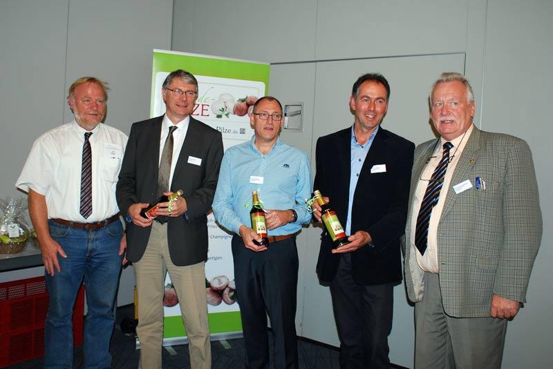 Ein großes Dankeschön für Ausführungen zu einem Zukunftsthema von BDC-Geschäftsführer Jochen Winkhoff (links) und dem BDC-Vorsitzenden Michael Schattenberg (rechts) an, von links nach rechts: Hubert Hay, Eric Vernooij und Harry Hesen