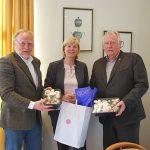 Energieffizienz-Förderung jetzt auch für Kulturpilze – Gabriele Harring, Mitte, stellte das Programm in Hannover vor. BDC-Vorsitzender Michael Schattenberg, rechts, und Geschäftsführer Jochen Winkhoff sind von dem Programm ebenfalls angetan.