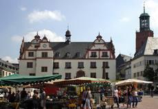 Das Alte Rathaus und der Markt sind das beliebte Zentrum der Wissenschaftsstadt Darmstadt. Foto: Alex Deppert.