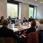 Die Mitglieder des BDC-Werbeausschusses diskutieren intensiv über das weitere Vorgehen bei Schulpilzen und Pressearbeit.