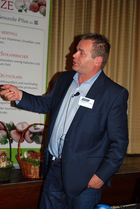 Engagiert sprach Ger van Knippenberg über die Themen Wiegen und Verpacken.