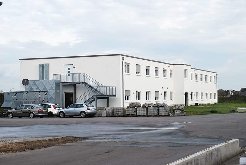 Moderne Wohnungen für die aktuell 130 Mitarbeiter sind direkt am Betrieb entstanden.