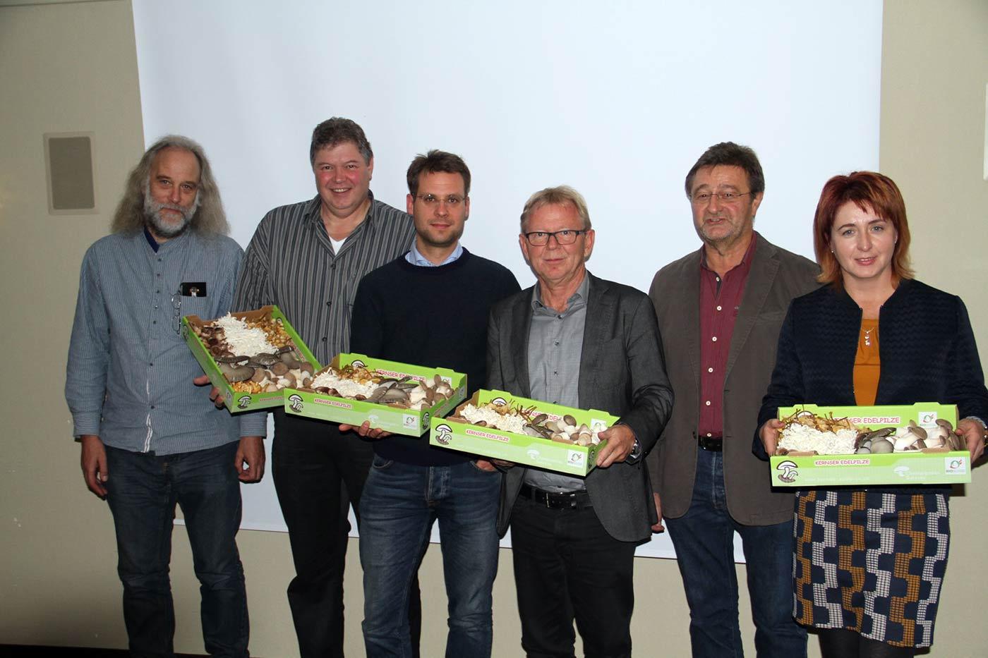 Die Akteure der HLP-Mitgliederversammlung, von links nach rechts: Jürgen Kynast(D), Dr. Johan Baars (NL), Dr. Carsten Gründemann(D), Fritz Burkhalter (CH), Ulrich Groos (D) und Natalie Rangno (D).