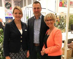 Christian Ufen als Vorsitzender der Fachgruppe Gemüsebau im BOG konnte auf der IGW 2018 die Landwirtschaftsministerin aus Nordrhein-Westfalen (NRW) Christina Schulze Föcking (links im Bild) und die Präsidentin des Gartenbauverbandes NRW Eva Kähler-Theuerkauf begrüßen.