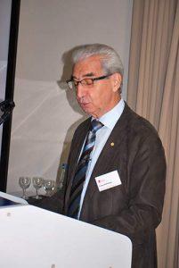 Franz Schmaus brachte den Rückblick auf 70 Jahre BDC in Bad Zwischenahn unterhaltsam dar.