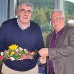 Georg Heinrich Rühl, links, wird vom BDC-Vorsitzenden Michael Schattenberg in Heiligenstadt aus der aktiven Verbandsarbeit verabschiedet.